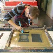 Печатник шелкографии — шелкограф